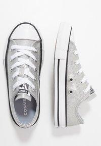 Converse - CHUCK TAYLOR ALL STAR COATED GLITTER  - Zapatillas - wolf grey/black/white - 0