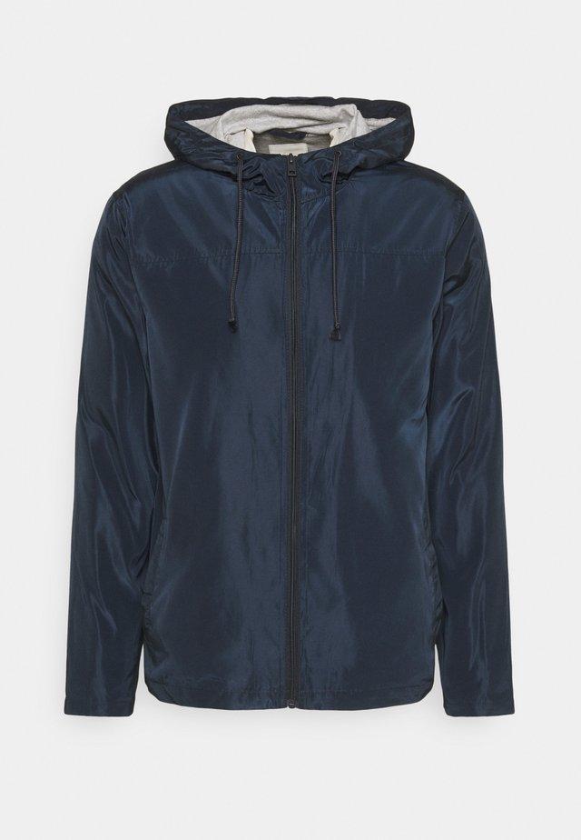 PERCY - Summer jacket - insignia blue