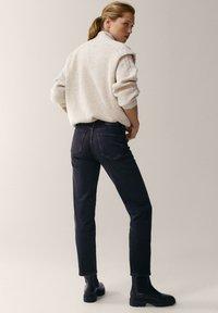 Massimo Dutti - MIT HALBHOHEM BUND - Slim fit jeans - dark grey - 2