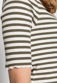 Selected Femme - ANNA CREW NECK TEE  - Print T-shirt - kalamata - 4