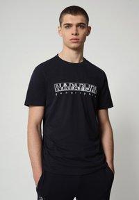 Napapijri - SALLAR - T-shirt med print - blu marine - 0
