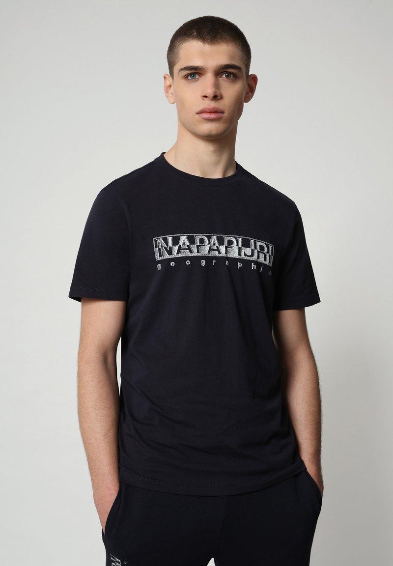 Napapijri - SALLAR - T-shirt med print - blu marine