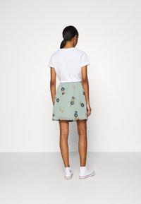 Vero Moda - VMFALLIE SHORT SKIRT  - Mini skirt - green milieu/newfallie - 2