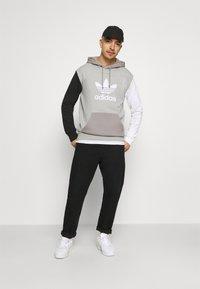 adidas Originals - BLOCKED UNISEX - Luvtröja - black/white - 1
