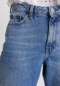 Topshop - MOM NEW - Relaxed fit jeans - blue denim - 5