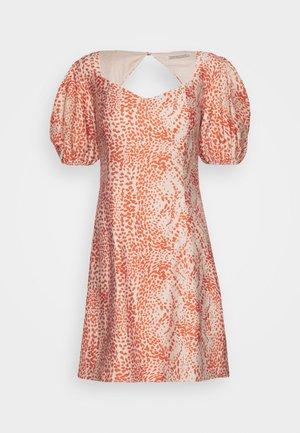 BIANCA MINI DRESS - Denní šaty - fiery