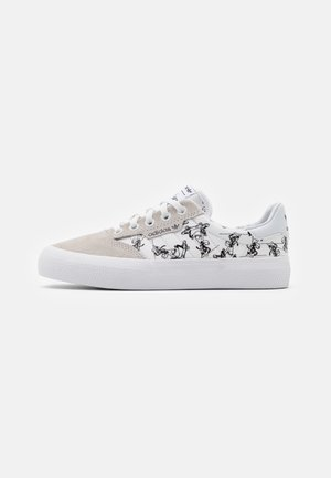 3MC DISNEY SPORT GOOFY VULCANIZED SHOES UNISEX - Sneaker low - crystal white/footwear white/core black