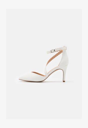 CINDERS - Zapatos altos - white