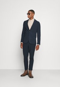 Isaac Dewhirst - THE RELAXED SUIT - Suit - dark blue - 1