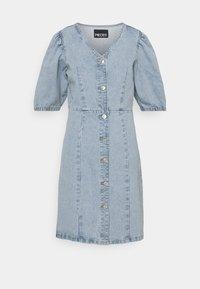 PIECES Tall - PCGILI V NECK DRESS - Vestito di jeans - light blue denim - 0