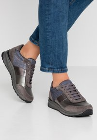 Geox - AIRELL - Sneakers - dark grey/gun - 0