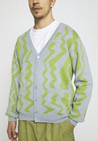 Obey Clothing - STATIC CARDIGAN - Neuletakki - good grey/multi - 4