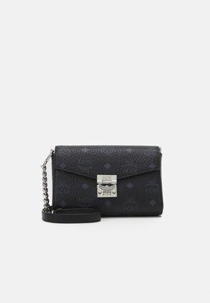 MILLIE VISETOS CROSSBODY SMALL - Across body bag - black
