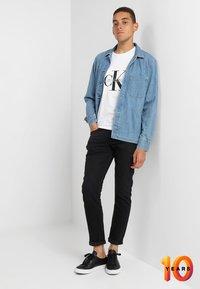 Calvin Klein Jeans - 026 SLIM - Džíny Slim Fit - copenhagen black - 1
