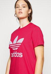 adidas Originals - TREFOIL TEE - T-shirts print - power pink/white - 4