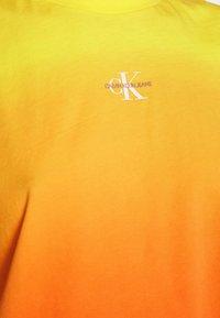Calvin Klein Jeans - DIP DYE MUSCLE TEE - Top - yellow - 5