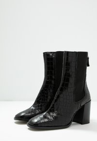 Topshop - HUNTINGTON BOOT - Classic ankle boots - black - 4