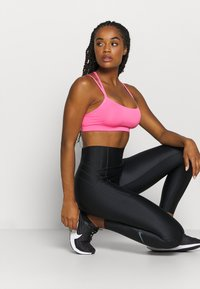 Nike Performance - FAVORITES STRAPPY - Sport BH - pink glow/white - 3