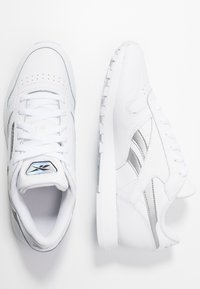 Reebok Classic - Sneakersy niskie - white/silver metallic - 3