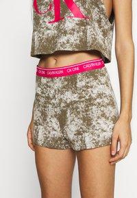 Calvin Klein Underwear - ONE LOUNGE BOOTY  - Pyjama bottoms - muted pine bleach - 0