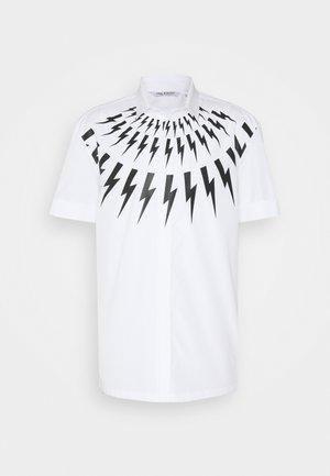 THUNDERBOLT  - Vapaa-ajan kauluspaita - white/black