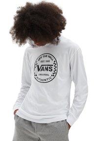 Vans - MN AUTHENTIC CHECKER LS - Sweatshirt - white - 0
