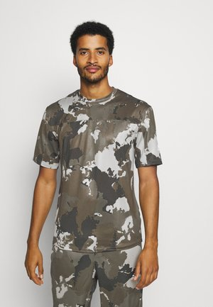 AEROREADY TRAINING SHORT SLEEVE TEE - Print T-shirt - feather grey