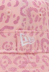 New Era - FEMALE PRINT BUCKET - Klobouk - pink - 2