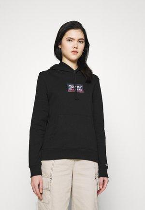 GRADIENT LOGO HOODIE - Jersey con capucha - black