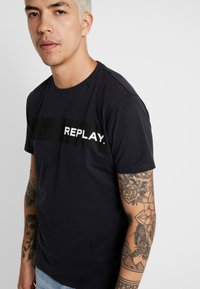 Replay - Print T-shirt - blue grey - 5