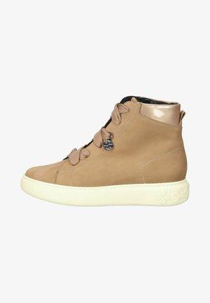 Sneakers hoog - almond nara sand matek