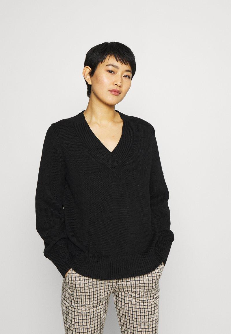 GAP - CROSSOVER V NECK - Stickad tröja - true black