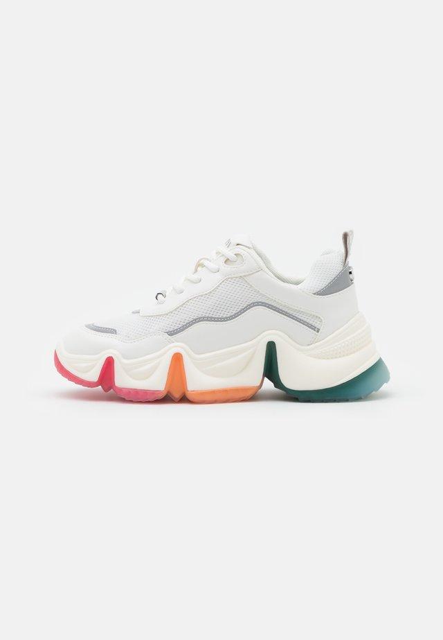 CHARIZMA - Sneakersy niskie - white/multicolor