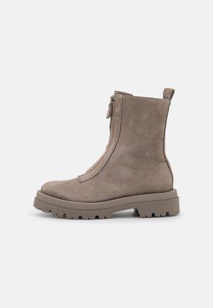 SHADE - Kotníkové boty - kali