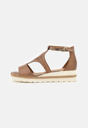 Sandales compensées - nut