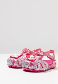 Crocs - ISABELLA CHARM RELAXED FIT  - Sandały kąpielowe - pink ombre - 3