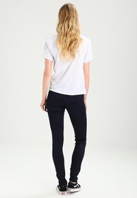 Tommy Jeans - MID RISE SKINNY NORA - Jeans Skinny Fit - boogie blue - 2