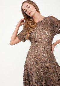 Madam-T - SACASA - Cocktail dress / Party dress - marron - 4
