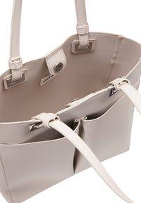 usha - WHITE LABEL - Handbag - light grey - 4