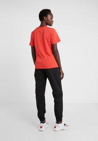 Han Kjobenhavn - CASUAL TEE - T-shirts basic - red - 2