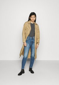 Marc O'Polo DENIM - FREJA BOYFRIEND - Relaxed fit jeans - mid blue marble - 1