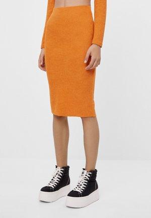 MIT PATENTMUSTER 05693326 - Pencil skirt - orange
