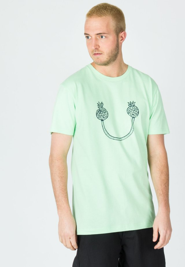 SMILY PINEAPPLE - T-shirt print - green ash