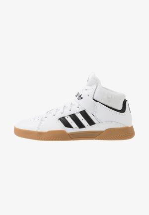 VRX MID - Höga sneakers - footwear white/core black