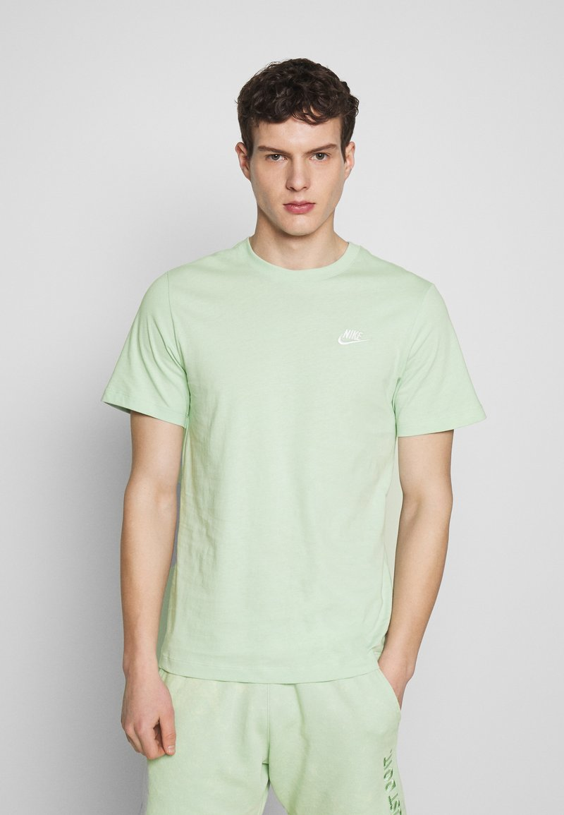 Nike Sportswear - CLUB TEE - T-shirt - bas - pistachio frost/(white)
