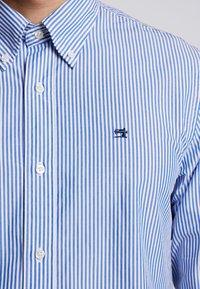 Scotch & Soda - CRISPY REGULAR FIT BUTTON DOWN COLLAR - Shirt - off-white - 5