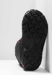 Jack Wolfskin - ICELAND TEXAPORE HIGH - Zimní obuv - black/red - 5