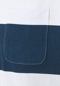 Far Afield - BOLD STRIPE - T-shirt print - ensign blue - 2
