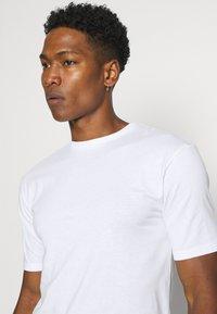 Newport Bay Sailing Club - 5 PACK - T-shirts basic - black/white/grey marl/khaki/navy - 5