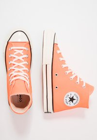 Converse - CHUCK TAYLOR ALL STAR 70 - Sneakersy wysokie - total orange/egret/black - 1